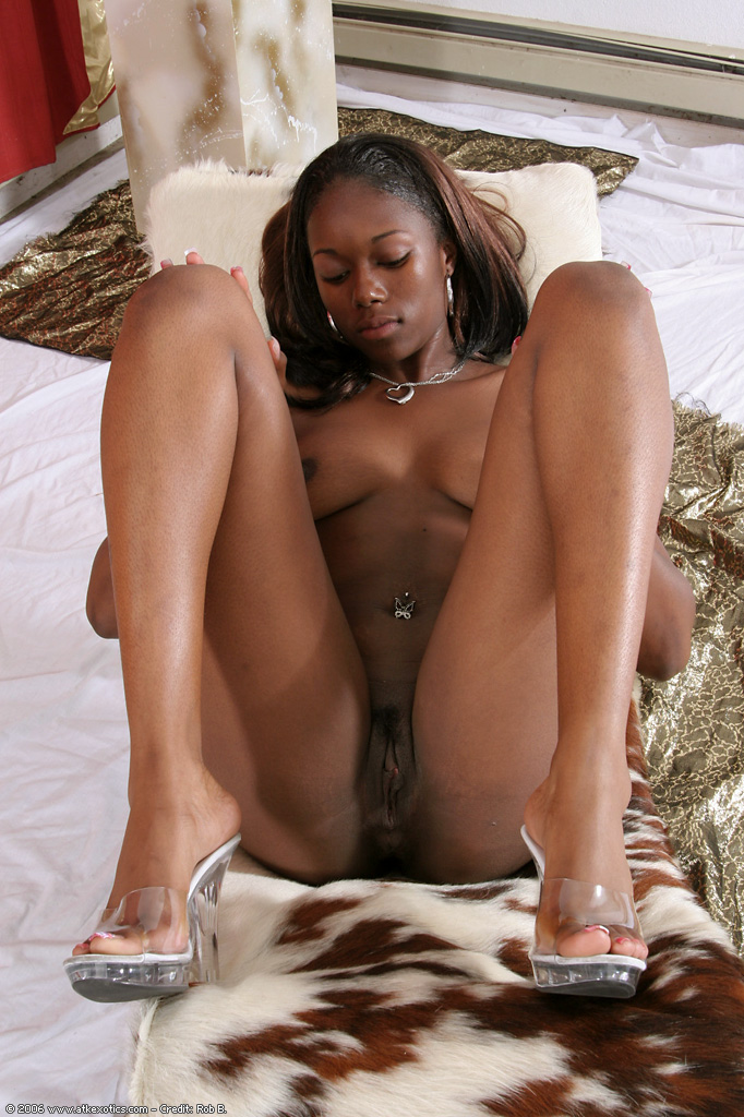 blacksexeywomen-sexy-black-tribal-women-nude-and-young-girl