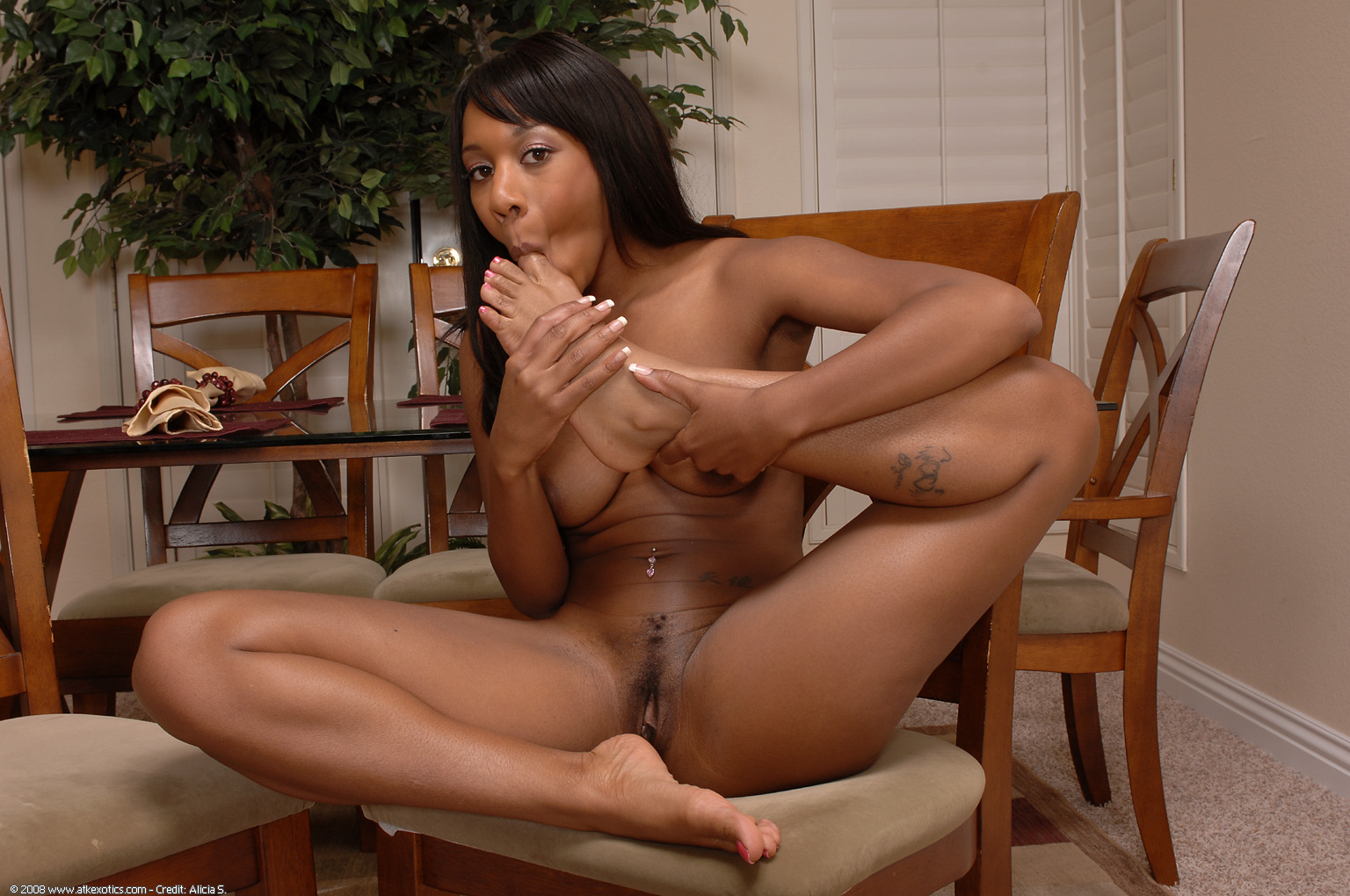 Ebony toe sucking porno