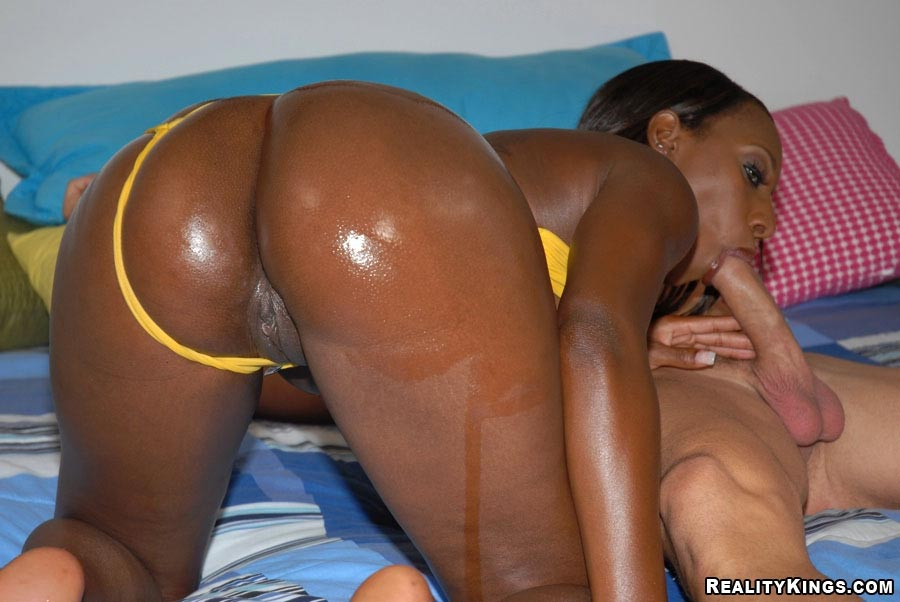 Phat butt ebony get into roughthreesome